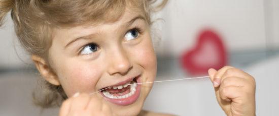 flossing kids teeth